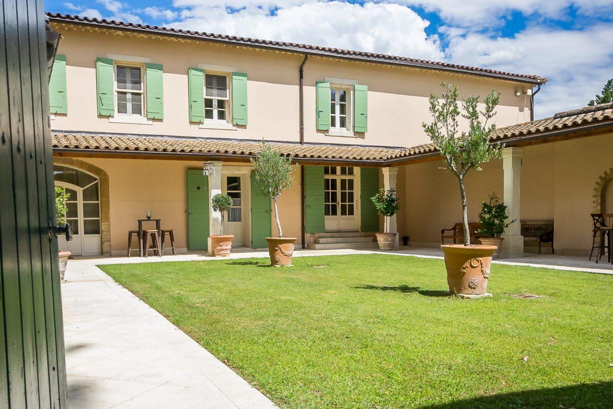 location villa luxe provence avec jardin