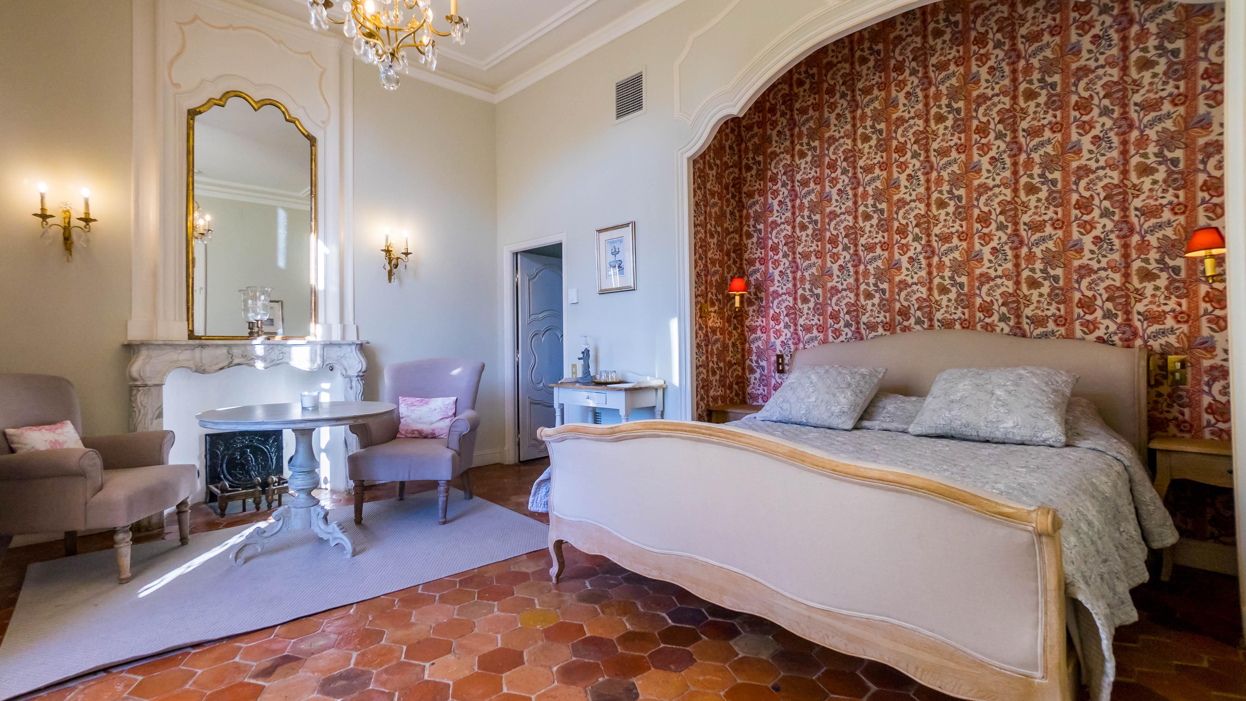 Chambre d'un château à louer en Provence
